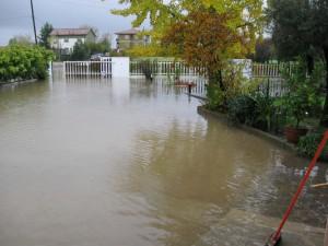 cortile di casa all'ultima alluvione del novembre 2010
