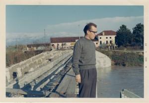 dicembre 1968 - mio padre osserva le opere in corso sul Tesina